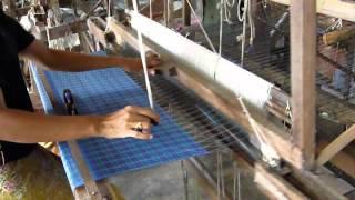 preview picture of video 'Fábrica de Seda en Surat Thani 2 - www.tailandia.cl'