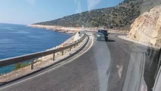 По дороге в город Мира, на родину св. Николая. Серпантин по краю моря. Турция 2016