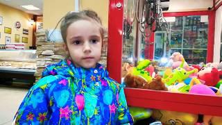 #игрушки в заперти /Игровой автомат с игрушками/Миф или реальность удерживать кнопку и игрушка твоя