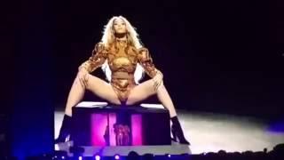Beyoncé dancing  'Itty Bitty Piggy' by Nicki Minaj  At Formation World Tour