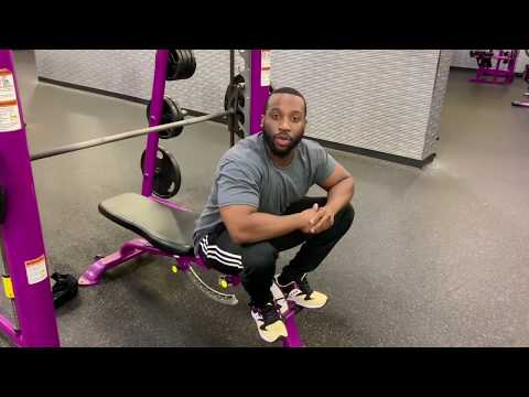 How to bench press on the smith machine with good form Planet Fitness
