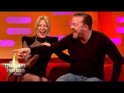 Ricky Gervais je objektem serenády a na svých show zakazuje led