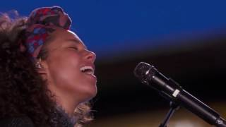 If I Ain't Got You /  Gravity - Alicia Keys ft. John Mayer  (New York Time Square)