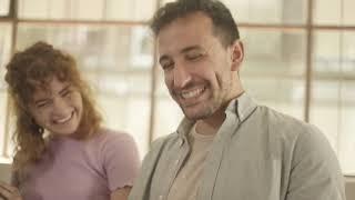 """""""Ruavieja en casa con Glovo"""", de The Mix para Pernod Ricard Trailer"""