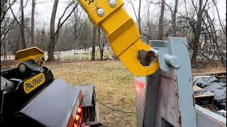 How to Overcome A Dangerous Scenario While Loading A (Hooklift Dumpster)
