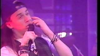 FAITH NO MORE - FROM OUT OF NOWHERE (TOTP 1990)