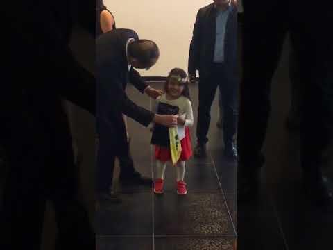 Minik Ece'nin ödülü Başkan Uysal'dan