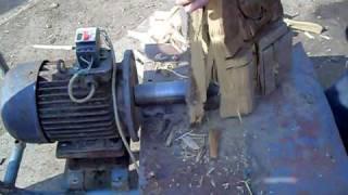 Screw type log splitter