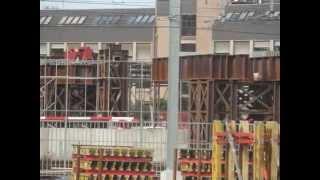 preview picture of video 'Nouvelle gare de Mons - Assemblage de la plateforme métallique (parking Nord)'