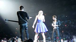 Taylor Swift and Hot Chelle Rae - Tonight Tonight