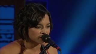 "Rosanne Cash, Norah Jones, Kris Kristofferson, And John Mellencamp Perform ""Big River"""