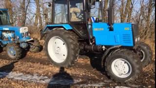 Новенький Беларус 892 тащит Т-40 из грязи.