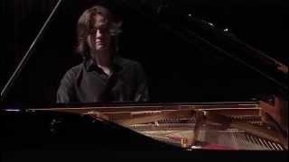 Arseni Tarasevitš-Nikolajevil ühisleping Decca ja Universaliga