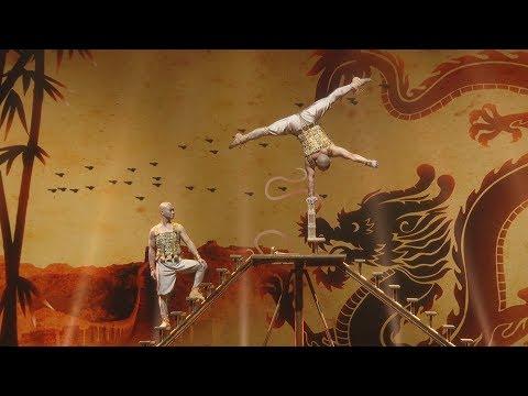 מופע אקרובטיקה מדהים של צמד נזירי שאולין