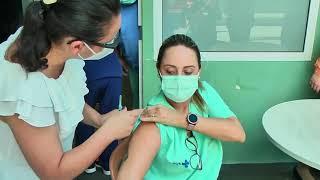 Profissionais de saúde começa a ser vacinados contra a Covid-19