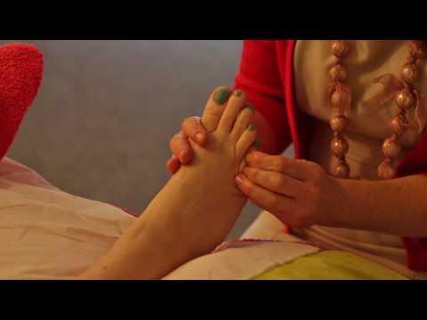THE DEVON SCHOOL OF REFLEXOLOGY - Full Reflexology Routine On The Feet