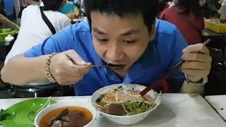 Có gì đặc biệt trong tô bún riêu cua 22K khiến Trấn Thành ngồi chờ 30 phút để ăn