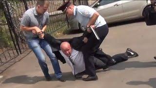 Менты уволокли человека за видеосъемку