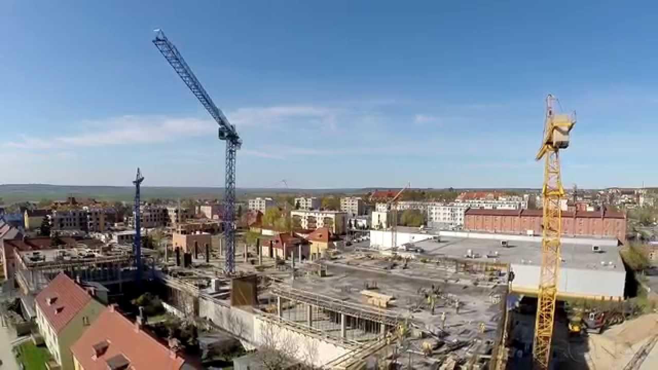 Centrum Handlowe LIWA mieścić się będzie w ścisłym centrum miasta Kwidzyn, przy zbiegu ulic Konopnickiej i Kopernika. Obiekt cechować będzie bliskie sąsiedztwo dworca PKS, dworca PKP oraz bezpośrednie sąsiedztwo marketu CARREFOUR.