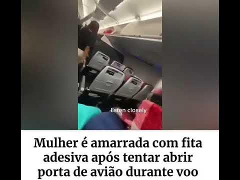 Mulher é amarrada com fita adesiva após tentar abrir porta de avião