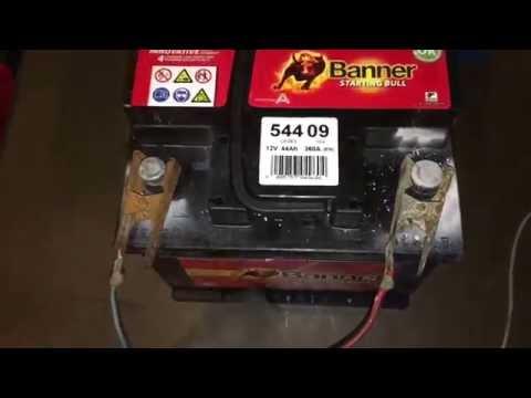 PKW Batterie laden Wartungsfreie Startbatterie aufladen Autobatterie Renault Twingo 2 Anleitung