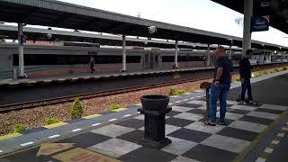 preview picture of video 'Taksaka Stainless masuk jalur 4 stasiun Cirebon'