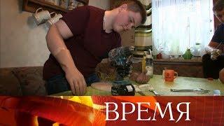Зрители Первого канала помогли мальчику, который потерял руки, спасая котенка.
