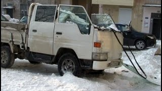 Снежная лавина раздавила кабину грузовика в Хабаровске.MestoproTV