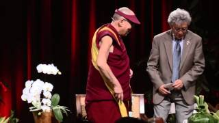 preview picture of video 'The Dalai Lama engages in philosophical inquiry with Kailua High School students'