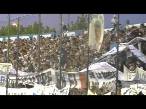 """""""Me persigue por seguirte a vos...Prensa D. Merlo (Oficial)"""" Barra: La Banda del Parque • Club: Deportivo Merlo"""
