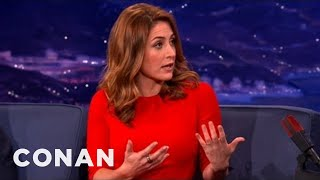 Conan - Sasha Alexander Is Boob-Slappin' Buddies With Angie Harmon (4 décembre 2012)