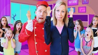 Toy Hotel Workers Have Tiny Hands !!!