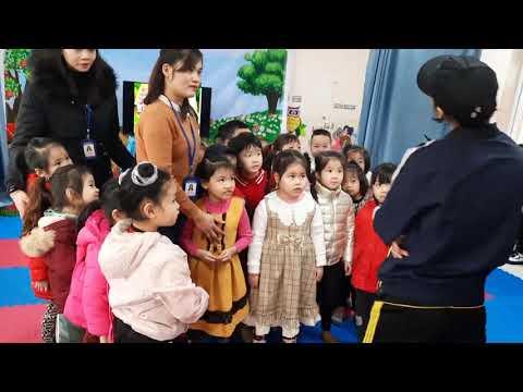 """Hoạt động Giáo dục kỹ năng sống Phòng tránh xâm hại trẻ em.  Đề tài """"Một số đụng chạm (hoặc hành vi) ăn toàn - không an toàn và cách phòng tránh"""". (Tiết 2)"""