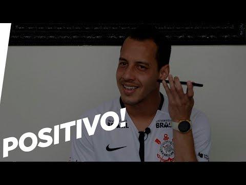 Rodriguinho e Gabriel anunciam o novo patrocinador do Corinthians