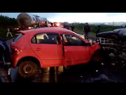 ACIDENTE - Batida entre Gol de Arapuã e F.1000 de Borrazópolis -acidente em cruzmaltina