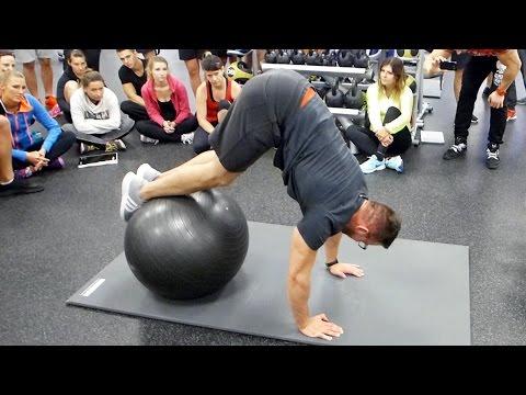 Z mięśniami brzucha rosnącej