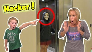 Hacker Pranks Us at Youtube Convention - We meet the Skorys, Guava Juice, Chad Wild Clay & Vy