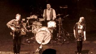 Johnny & Lillie Flynn feat. Marcus Mumford - Tickle me pink @Hammersmith Apollo in London (09.10.10)