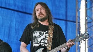 «Егор Летов — это параллельная Россия»: почему имя музыканта не подошло омскому аэропорту?