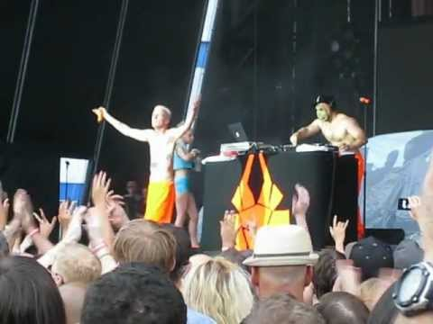 "Die Antwoord ""Baby's on Fire"" and ""I Fink U Freeky"" @ Williamsburg Park 8/17/12 (видео)"