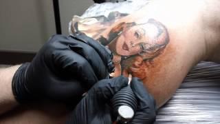 Watch A Gil Elvgren Pin-Up Portrait Get Tattooed On A Leg