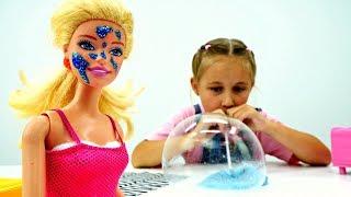 Игры БАРБИ: Как сделать ЛИЗУН?! Играем с Лизуном и Надуваем ПУЗЫРИ! Видео для Детей Мультики Barbie