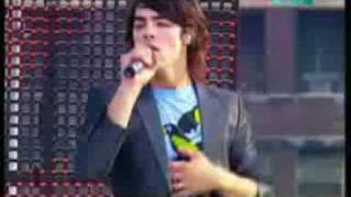 Jonas Brothers - When you look me in the eyes (live)