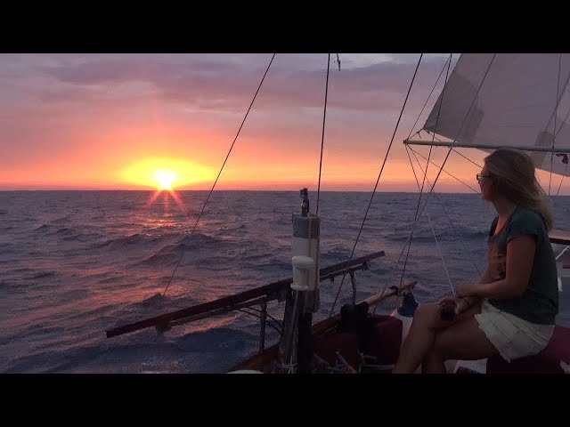 Ep033 11 kts Riding the Gulf Stream, Broken Shroud, Torn Sail...400 mile passage to the USA!