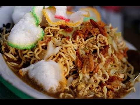 Mie Tek Tek Telor Ceplok Setengah Matang - Indonesian Junk Food - Fried Noodle