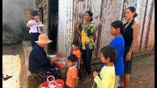 Dì Chín bán Bún cho người trong làng - Hương vị đồng quê - Bến Tre - Miền Tây