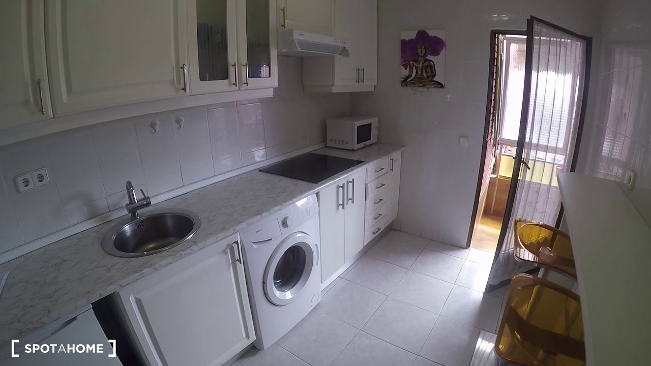 Rooms for rent in large 5-bedroom apartment in Getafe