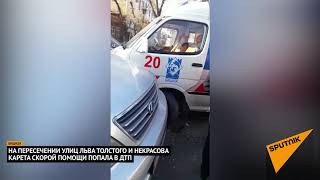 """""""Скорая"""" столкнулась с двумя авто в Бишкеке — видео после ДТП"""