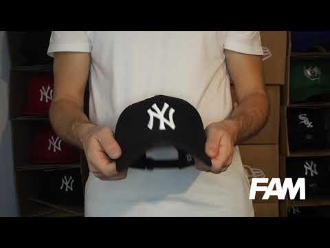 9FORTY NEW YORK YANKEES BLACK/WHITE CAP Video #1