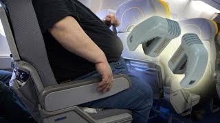 Fight over Knee Defender anti-reclining seat lock grounds flight - Air rage over seats compilation